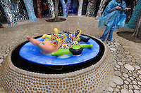 Il Giardino dei Tarocchi, parco ideato dall'artista franco-statunitense Niki de Saint Phalle, popolato di statue ispirate ai tarocchi..The Tarot Garden, park conceived by the French-American artist Niki de Saint Phalle, populated by statues inspired by the Tarot.