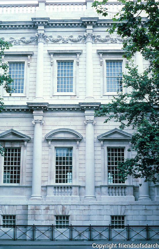 "Inigo Jones: Banqueting Hall, Whitehall 1619. Elevation. The central 3 of 7 bays are separated by columns, as here. The outer 4 by flat pilasters. Whole facade rusticated. Bottom order Ionic; upper, ""composite"". Photo '87."