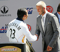 Los Angeles Mayor Antonio Villaraigosa (L)shakes hands with new LA Galaxy player David Beckham (R) during the David Beckham, LA Galaxy press conference at the Home Depot Center in Carson, California, Friday, July 13, 2007.