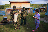 "To organize the harvest, we need several horses and the neighbors in Sabit Galin are asked to contribute. A forest warden inspects a wooden jar of honey named ""Batman""."