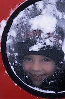 Amérique/Amérique du Nord/Canada/Quebec/Rivière-Eternié : Emilie dans l'auto-neige pour la pêche blanche sur le Fjord du Saguenay [Autorisation : 200]