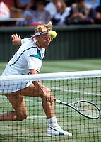 1987,Wimbledon,Martina Navratilova volleys at the net
