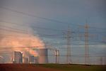 Europa, DEU, Deutschland, Nordrhein Westfalen, NRW, Rheinland, Niederrhein, Niederaussem, Kraftwerk, Braunkohlekraftwerk, Kuehltuerme, Dampf, Rauch, Wasserdampf, Kategorien und Themen, Energie, Konventionelle Energien, Energien, Konventionell, Strom, Konventionelle Energieerzeugung, Stromerzeugung, Energieversorgung, Energiewirtschaft, Versorgung, Stromversorgung, Luft, Atemluft, Atmosphaere, Klima, Klimaschutz, Klimawandel, Erdklima, Atmosphaerisch, Erderwaermung, Treibhausgase, Treibhauseffekt<br /> <br /> [Fuer die Nutzung gelten die jeweils gueltigen Allgemeinen Liefer-und Geschaeftsbedingungen. Nutzung nur gegen Verwendungsmeldung und Nachweis. Download der AGB unter http://www.image-box.com oder werden auf Anfrage zugesendet. Freigabe ist vorher erforderlich. Jede Nutzung des Fotos ist honorarpflichtig gemaess derzeit gueltiger MFM Liste - Kontakt, Uwe Schmid-Fotografie, Duisburg, Tel. (+49).2065.677997, <br /> archiv@image-box.com, www.image-box.com]