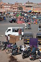 Jaipur, Rajasthan, India.  Mid-day Traffic in Central Jaipur.