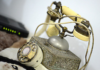 Teléfono antiguo, antique telephone. Photo: VizzorImage/CONT