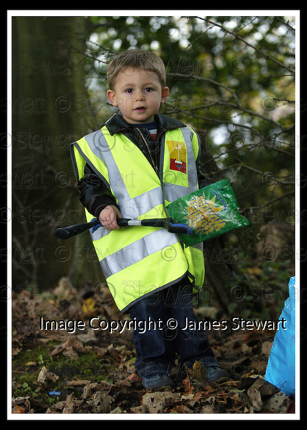 22/10/2007       Copyright Pic: James Stewart.File Name : 01_Larbert_Litter.MEMBERS OF THE PUBLIC GET TOGETHER ON THE STREETS AROUND LARBERT TO COLLECT LITTER.James Stewart Photo Agency 19 Carronlea Drive, Falkirk. FK2 8DN      Vat Reg No. 607 6932 25.Office     : +44 (0)1324 570906     .Mobile   : +44 (0)7721 416997.Fax         : +44 (0)1324 570906.E-mail  :  jim@jspa.co.uk.If you require further information then contact Jim Stewart on any of the numbers above........