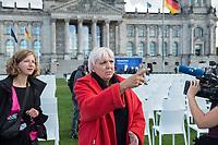 """Aktion und Installation """"Lager evakuieren, der Platz ist da!"""" des Buendnis #Seebruecke im Rahmen der Aktionstage von """"We'll come united"""" am Montag den 7. September 2020 aus dem Platz der Republik vor dem Deutschen Bundestag.<br /> Das Buendnis stellte 10.000 schwarze und 3.000 weisse Stuehle als Symbol fuer die Menschen, welche momentan im hoffnunslos ueberfuellten Fluechtlingslager Moria (Griechenland) leben muessen auf. Die 3.000 weissen Stuehle symbolisieren die Anzahl Menschen, welche offiziell in dem Fluechtlingslager leben sollten. <br /> Im Bild: Claudia Roth (Buendnis 90/Die Gruenen), Bundestagsvizepraesidentin.<br /> 7.9.2020, Berlin<br /> Copyright: Christian-Ditsch.de<br /> NUR FUER REDAKTIONELLE ZWECKE! Werbung nur auf Anfrage beim Fotografen. [Inhaltsveraendernde Manipulation des Fotos nur nach ausdruecklicher Genehmigung des Fotografen. Vereinbarungen ueber Abtretung von Persoenlichkeitsrechten/Model Release der abgebildeten Person/Personen liegen nicht vor. NO MODEL RELEASE! Don't publish without copyright Christian-Ditsch.de, Veroeffentlichung nur mit Fotografennennung, sowie gegen Honorar, MwSt. und Beleg. Konto: I N G - D i B a, IBAN DE58500105175400192269, BIC INGDDEFFXXX, Kontakt: post@christian-ditsch.de<br /> Bei der Bearbeitung der Dateiinformationen darf die Urheberkennzeichnung in den EXIF- und  IPTC-Daten nicht entfernt werden, diese sind in digitalen Medien nach §95c UrhG rechtlich geschuetzt. Der Urhebervermerk wird gemaess §13 UrhG verlangt.]"""