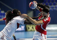 Polandís Kinga Grzyb (R) vies with Angola's Isabel Evelize Wangimba Guialo (L) during their Women's Handball World Championship 2013 match Poland vs Angola on December 10, 2013 in Zrenjanin.  AFP PHOTO / PEDJA MILOSAVLJEVIC