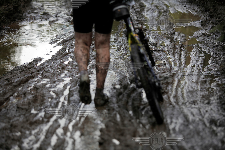 Rider negotiate a difficult and muddy track. Kongerittet is a mountain bike race in the forest north of the Norwegian capital Oslo. There are two courses, 64km and 84km. The interest for these kind of bike races has exploded in Norway the last few years, particularly with middle age affluent men.