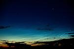 Europa, DEU, Deutschland, Nordrhein Westfalen, NRW, Rheinland, Niederrhein, Kerken, Leuchtende Nachtwolken, NLC, Himmel in der Abenddaemmerung, Sommer, Kategorien und Themen, Astro, Astronomie, Himmel, Himmelskoerper, Natur, Naturfoto, Naturfotos, Naturfotografie, Naturphoto, Naturphotographie<br /> <br /> [Fuer die Nutzung gelten die jeweils gueltigen Allgemeinen Liefer-und Geschaeftsbedingungen. Nutzung nur gegen Verwendungsmeldung und Nachweis. Download der AGB unter http://www.image-box.com oder werden auf Anfrage zugesendet. Freigabe ist vorher erforderlich. Jede Nutzung des Fotos ist honorarpflichtig gemaess derzeit gueltiger MFM Liste - Kontakt, Uwe Schmid-Fotografie, Duisburg, Tel. (+49).2065.677997, archiv@image-box.com, www.image-box.com]