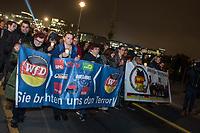 """Naziaufmarsch der Neonaziorganisation """"Wir fuer Deutschland"""" am Abend des 9. November 2018, dem 80. Jahrestag der Reichspogromnacht, unter dem Motto """"Trauermarsch fuer die Opfer von Politik"""". An dem Aufmarsch beteiligten sich 70-80 Rechte, Neonazis und Hooligans, mehrere tausend Menschen protestierten dagegen.<br /> 9.11.2018, Berlin<br /> Copyright: Christian-Ditsch.de<br /> [Inhaltsveraendernde Manipulation des Fotos nur nach ausdruecklicher Genehmigung des Fotografen. Vereinbarungen ueber Abtretung von Persoenlichkeitsrechten/Model Release der abgebildeten Person/Personen liegen nicht vor. NO MODEL RELEASE! Nur fuer Redaktionelle Zwecke. Don't publish without copyright Christian-Ditsch.de, Veroeffentlichung nur mit Fotografennennung, sowie gegen Honorar, MwSt. und Beleg. Konto: I N G - D i B a, IBAN DE58500105175400192269, BIC INGDDEFFXXX, Kontakt: post@christian-ditsch.de<br /> Bei der Bearbeitung der Dateiinformationen darf die Urheberkennzeichnung in den EXIF- und  IPTC-Daten nicht entfernt werden, diese sind in digitalen Medien nach §95c UrhG rechtlich geschuetzt. Der Urhebervermerk wird gemaess §13 UrhG verlangt.]"""