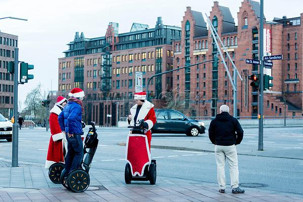 Europa, Deutschland, Hamburg, Hafencity, Ueberseequartier, Weihnachtsmarkt, Osaka Allee<br /> <br /> Engl.: Christmas decoration in Hamburg Harbour City, Germany, Europe, winter, December 2014