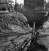 Creusement du métro au coin Berri et Mont-Royal. - 17 octobre 1963