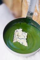 """Europe/France/Rhône-Alpes/73/Savoie/Beaufortain/Hauteluce: Soupe d'Orties au bleu de Sassenage - Recette  de Cyril Suet Chef de  Hotel-Restaurant """"La Ferme du Chozal"""""""