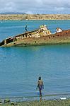 Port aujourdhui presque desert de Diego Suarez ou Antsiranana. De 1885 a 1973 la baie fut une importante base militaire francaise