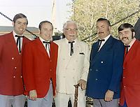 Le Colonel Sander et la famille d'Adrien Demers a l'auberge Nouvelle-Orleans a Quebec<br /> le 24 mai 1971<br /> <br /> Photographe : Lefaivre & Desroches<br /> - Agence Quebec Presse