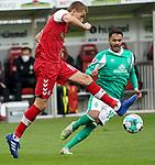 17.10.2020, Schwarzwald Stadion, Freiburg, GER, 1.FBL, SC Freiburg vs SV Werder Bremen<br /> <br /> im Bild / picture shows<br /> Nils Petersen (Freiburg), Leonardo Bittencourt (Bremen)<br /> <br /> Foto © nordphoto / Bratic<br /> <br /> DFL REGULATIONS PROHIBIT ANY USE OF PHOTOGRAPHS AS IMAGE SEQUENCES AND/OR QUASI-VIDEO.