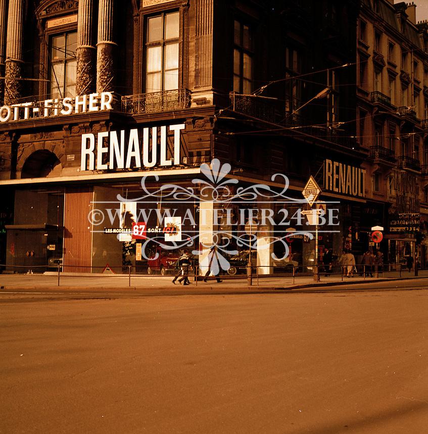Oktober 1966. Renault garage.