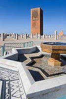 Afrique/Afrique du Nord/Maroc/Rabat: Ruines de la Mosquée Hassan et Tour Hassan - les colonnes et le minaret -Tour Hassan détail fontaine