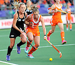 The Hague, Netherlands, June 05: Sophie Cocks #17 of New Zealand in action during the field hockey group match (Women - Group A) between New Zealand and The Netherlands on June 5, 2014 during the World Cup 2014 at Kyocera Stadium in The Hague, Netherlands. Final score 0-2 (0-2) (Photo by Dirk Markgraf / www.265-images.com) *** Local caption ***