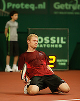 10-2-06, Netherlands, tennis, Amsterdam, Daviscup.Netherlands Russia,  Dmitry Tursonov goes to the floor in his match against Raemon Sluiter