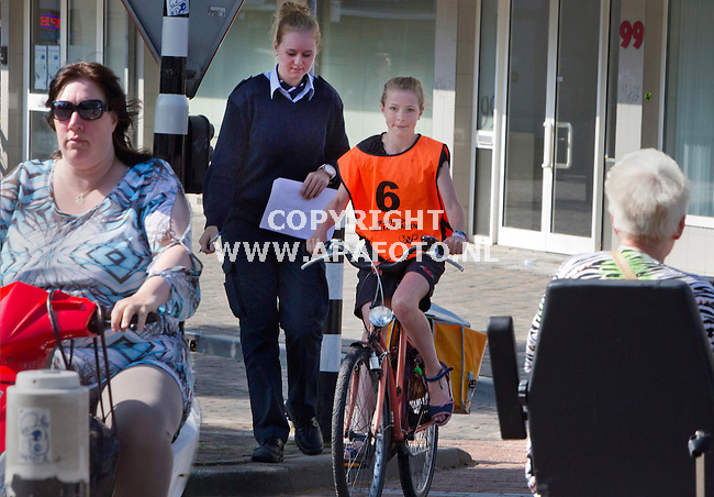 Arnhem, 300512<br /> Diverse basisschoolleerlingen fietsten vandaag door het centrum voor het Praktisch Verkeersexamen van 3VO. <br /> Foto: Sjef Prins - APA Foto