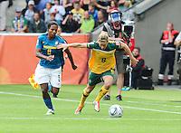 Fifa Women's World Cup Germany 2011 : Brazil - Australia  at Borussia - Park in Munchengladbach : Elise Kellond-Knight (rechts) in duel met Formiga.foto DAVID CATRY / Vrouwenteam.be