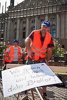 Protest der Eisenbahn- und Verkehrsgewerkschaft (EVG) vor dem Bundesrat.<br /> Am Freitag den 11. Juli 2014 protestierten Mitglieder der Eisenbahn- und Verkehrsgewerkschaft (EVG) vor dem Bundesrat gegen Einschraenkungen bei den Lohn- und Arbeitsbedingungen der Eisenbahner bei Betreiberwechseln und Kuerzungen im Streckennetz. Sie fordern gesetzliche Regelungen, die besagen, dass bei Betreiberwechseln die Lohn- und Arbietsbedingungen erhalten bleiben und dass das Streckennetz nicht weiter abgebaut wird.<br /> 11.7.2014, Berlin<br /> Copyright: Christian-Ditsch.de<br /> [Inhaltsveraendernde Manipulation des Fotos nur nach ausdruecklicher Genehmigung des Fotografen. Vereinbarungen ueber Abtretung von Persoenlichkeitsrechten/Model Release der abgebildeten Person/Personen liegen nicht vor. NO MODEL RELEASE! Don't publish without copyright Christian-Ditsch.de, Veroeffentlichung nur mit Fotografennennung, sowie gegen Honorar, MwSt. und Beleg. Konto: I N G - D i B a, IBAN DE58500105175400192269, BIC INGDDEFFXXX, Kontakt: post@christian-ditsch.de<br /> Urhebervermerk wird gemaess Paragraph 13 UHG verlangt.]