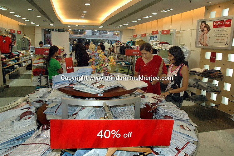 Indian people shopping at a plaza during yearly sale  in  Kolkata, India. Arindam Mukherjee
