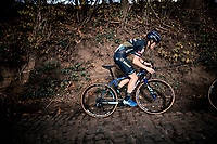 Lucinda Brand (NED/Telenet-Baloise Lions) up the infamous Koppenberg<br /> <br /> Koppenbergcross 2020 (BEL)<br /> women's race<br /> <br /> ©kramon