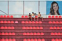 OSASCO,SP, 05.01.2014 - COPA SÃO PAULO DE FUTEBOL JUNIOR - OSASCO x RIO BRANCO (AC): Torcida durante partida Osasco x Rio Branco (AC), válida pela 1ª rodada da Copa São Paulo de Futebol Junior, disputada no Estádio Prefeito José Liberatti em Osasco. (Foto: Levi Bianco / Brazil Photo Press)