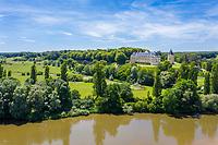 France, Cher (18), Apremont-sur-Allier, labellisé Plus Beaux Villages de France, le château et l'Allier (vue aérienne)