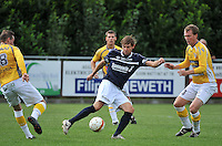 KVC Wingene - KSC Wielsbeke : Koen Versyp aan de bal voor Brecht Vervaeck (rechts)<br /> foto VDB / Bart Vandenbroucke