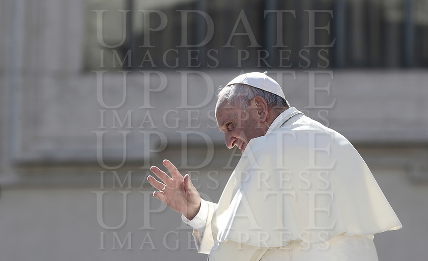 Pope Francis waves to faithful as he leaves at the end of an audience to the Vincentian family on the 400th centenary of the Vincentian Charism in St. Peter's Square at the Vatican, on October 14, 2017.<br /> UPDATE IMAGES PRESS/Isabella Bonotto<br /> <br /> STRICTLY ONLY FOR EDITORIAL USE