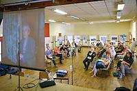 L'assemblée a assisté à la projection d'un témoignage filmé de Loeiz ROPARS - The meeting was attended by the screening of a filmed testimony of Loeiz ROPARS