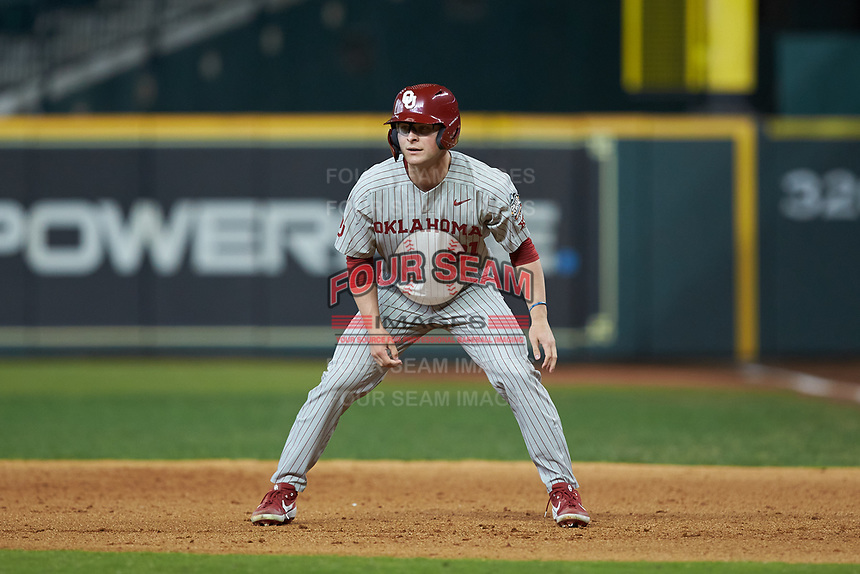 Brady Harlan (21) of the Oklahoma Sooners takes his lead off of first base against the LSU Tigers in game seven of the 2020 Shriners Hospitals for Children College Classic at Minute Maid Park on March 1, 2020 in Houston, Texas. The Sooners defeated the Tigers 1-0. (Brian Westerholt/Four Seam Images)