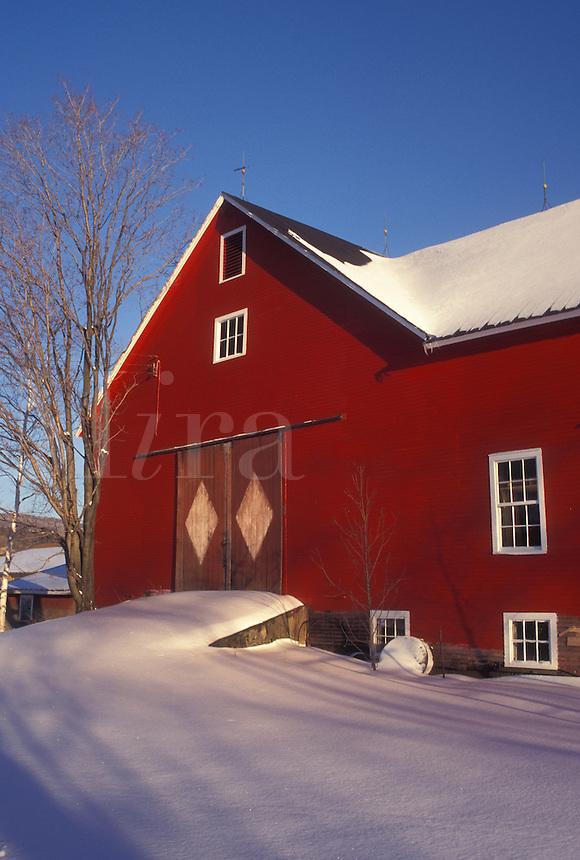 red barn, winter, Vermont, VT, Red barn in the snow in Underhill in winter.