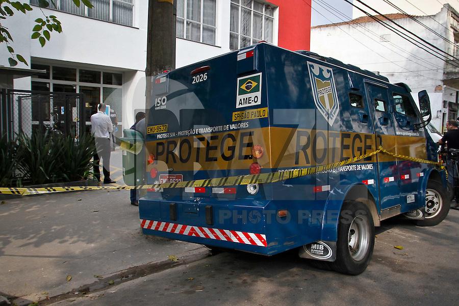 SÃO PAULO,SP,20 MAIO 2013 - ASSALTO CARRO FORTE - Um vigilante morreu depois de uma tentativa de assalto a um carro forte na rua Silva Bueno no bairro do Ipiranga na regiao sul da cidade de Sao Paulo .FOTO ALE VIANNA - BRAZIL PHOTO PRESS