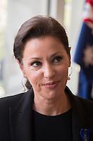 TINA ARENA - VERNISSAGE DE LíEXPOSITION 'LíåIL ET LA MAIN' A L'AMBASSADE D'AUSTRALIE