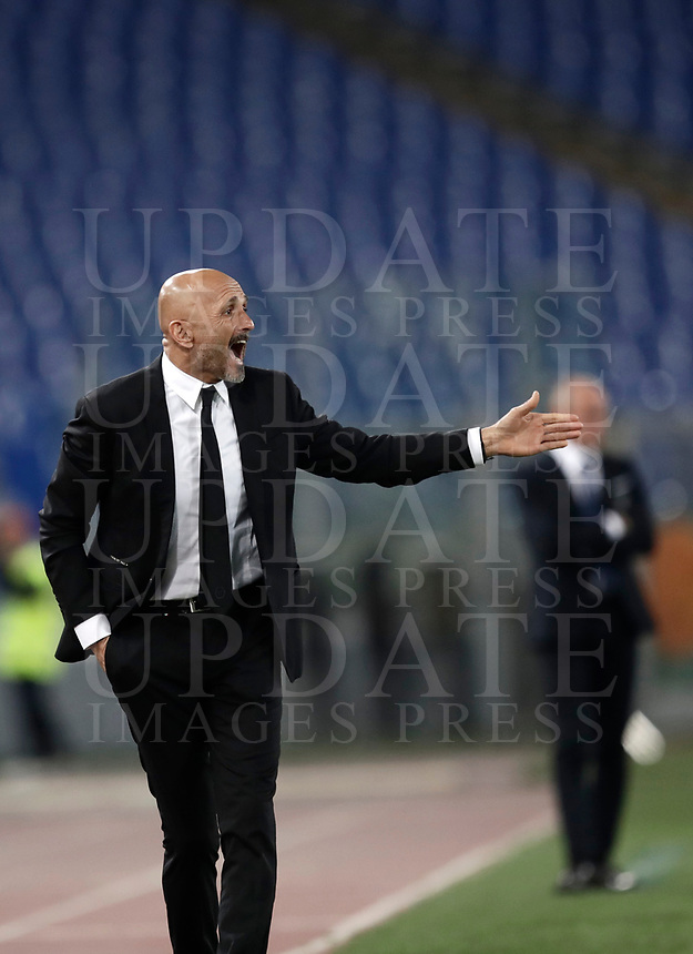 Calcio, Serie A: Roma, stadio Olimpico, 1 aprile, 2017.<br /> Roma's coach Luciano Spalletti gestures to his players during the Italian Serie A football match between Roma and Empoli at Olimpico stadium, April 1, 2017<br /> UPDATE IMAGES PRESS/Isabella Bonotto