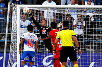 SANTIAGO DE CHILE-CHILE, 10-03-2020: Eder Chaux guardameta de America de Cali no logra detener el balon para anotar gol de Marcelino Nunez (Fuera de Cuadro) de Universidad Catolica durante partido de la fase de grupos, grupo E, fecha 2, entre Universidad Catolica (CHL) y America de Cali (COL) por la Copa Conmebol Libertadores 2020, en el estadio San Carlos de Apoquindo, de la ciudad Santiago de Chile. / Eder Chaux goalkeeper of America de Cali can´t stop the ball to score a goal of Marcelino Nunez (Out of Pic) of Universidad Catolica, during a match of the groups phase, group E, 2nd date, between Universidad Catolica (CHL) and America de Cali (COL) for the Conmebol Libertadores Cup 2020, at the San Carlos de Apoquindo in Santiago de Chile. / Photo: VizzorImage / Martin Thomas / Photosport / Cont.