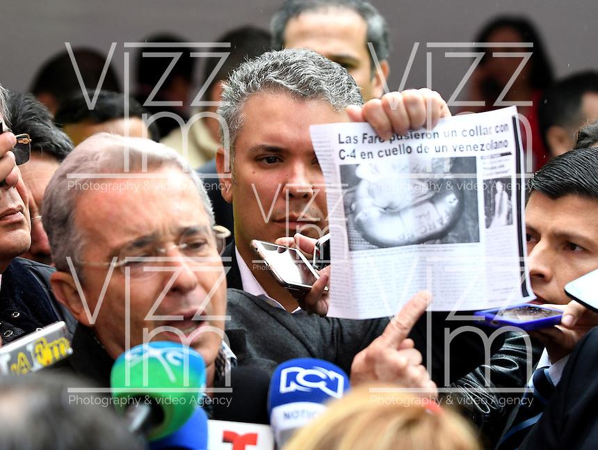 BOGOTA - COLOMBIA - 02 - 10 - 2016: Alvaro Uribe Velez, Senador de Colombia, dialoga con los medios de Comunicación, durante el Plebisto, escribiendo un nuevo capitulo en la historia del pais. Hoy los colombianos acuden a las urnas para decir SI o NO al acuerdo de Paz firmado entre el Gobierno y las Fuerzas Armadas Revolucionarias de Colombia Ejercito del Pueblo (FARC-EP) / Alvaro Uribe Velez, Senator of Colombia, speaks with the media during the Plebisto, writing a new chapter in the history of the country. Today Colombians go to the polls to say YES or NO to the peace agreement signed between the government and the Revolutionary Armed Forces of Colombia People's Army (FARC-EP) Photo: VizzorImage / Luis Ramirez / Staff.