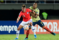 PEREIRA - COLOMBIA, 30-01-2020: Willer Ditta de Colombia disputa el balón con Diego Valencia de Chile durante partido entre Colombia U-23 y Chile U-23 por la fecha 5, grupo A, del CONMEBOL Preolímpico Colombia 2020 jugado en el estadio Hernán Ramírez Villegas de Pereira, Colombia. /  Willer Ditta of Colombia fights the ball with Diego Valencia of Chile during the match between Colombia U-23 and Chile U-23 for the date 5, group A, for the CONMEBOL Pre-Olympic Tournament Colombia 2020 played at Hernan Ramirez Villegas stadium in Pereira, Colombia. Photo: VizzorImage / Cristian Alvarez / Cont