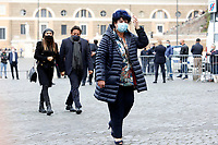 Actress Marisa Laurito and in the background the actor Enrico Brignano and his girlfriend Flora Canto during the funeral of the Italian actor Gigi Proietti. The actor was taken to the Globe Theatre for a short ceremony before the one in the church of Artist in Piazza del popolo.<br /> Rome (Italy), November 5th 2020<br /> Photo Samantha Zucchi Insidefoto