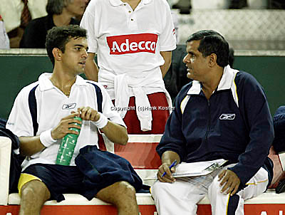 20030921, Zwolle, Davis Cup, NL-India, Indian bench with Coach Krishnan and Mankad
