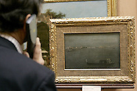"Un turista osserva il dipinto ""Gondole sulla Laguna"" di Francesco Guardi, nel Museo Poldio Pezzoli a Milano.<br /> A tourist admires the ""Gray Lagoon"" painting by Francesco Guardi in the Museo Poldi Pezzoli in Milan.<br /> UPDATE IMAGES PRESS/Riccardo De Luca"