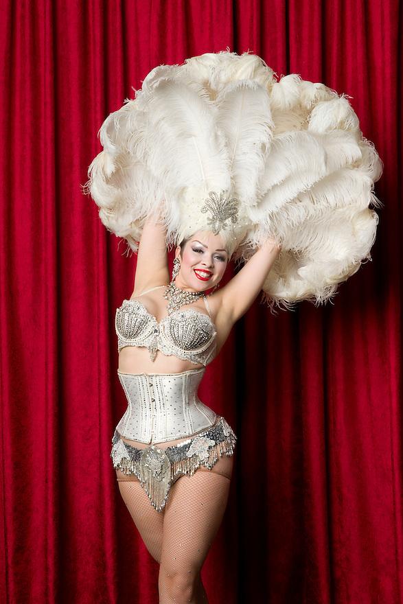Burlesque Dancer Amber Ray