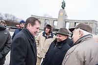 """Angehoerige der russischen Streitkraefte, und Berliner Russen begingen am Montag den 23. Februar 2015 den sog. """"Tag des Befreiers des Vaterlandes"""" (frueher """"Tag des Rotarmisten"""" und """"Tag der sowjetischen Streitkraefte"""") am sowjetischen Ehrenmal in Berlin-Tiergarten. Der Feiertag geht auf den """"Befehl 95"""" des Revolutionsfuehres Lenin zurueck. An der Feierlichkeit nahmen auch Mitglieder der Juedischen Gemeinde zu Berlin sowie Militaers der Bundeswehr, aus Guinea, China, Indien und Grossbritannien teil.<br /> Im Bild links: Der Russische Botschafter Wladimir Grinin.<br /> 23.2.2015, Berlin<br /> Copyright: Christian-Ditsch.de<br /> [Inhaltsveraendernde Manipulation des Fotos nur nach ausdruecklicher Genehmigung des Fotografen. Vereinbarungen ueber Abtretung von Persoenlichkeitsrechten/Model Release der abgebildeten Person/Personen liegen nicht vor. NO MODEL RELEASE! Nur fuer Redaktionelle Zwecke. Don't publish without copyright Christian-Ditsch.de, Veroeffentlichung nur mit Fotografennennung, sowie gegen Honorar, MwSt. und Beleg. Konto: I N G - D i B a, IBAN DE58500105175400192269, BIC INGDDEFFXXX, Kontakt: post@christian-ditsch.de<br /> Bei der Bearbeitung der Dateiinformationen darf die Urheberkennzeichnung in den EXIF- und  IPTC-Daten nicht entfernt werden, diese sind in digitalen Medien nach §95c UrhG rechtlich geschuetzt. Der Urhebervermerk wird gemaess §13 UrhG verlangt.]"""