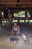 Oceania,Papua New Guinea, Septik river village, woman prepare food