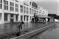 Salle Jean Mermoz (île du Ramier). 4 juin 1984. <br /> <br /> . Cliché pris après l'attentat visant la venue de Jean-Marie Le Pen qui devait tenir un meeting dans cette salle le jour même (salle entièrement dévastée par deux engins explosifs).